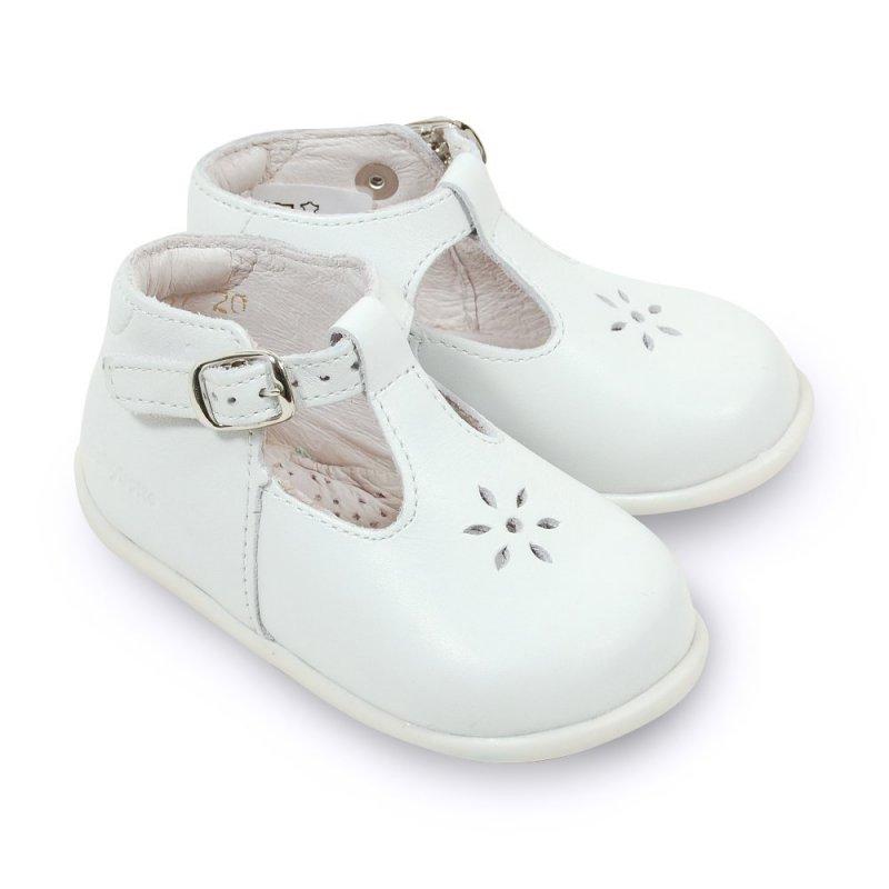 babybotte poucet blanc sandales b b pas cher chaussures b b sur chauss 39 petons. Black Bedroom Furniture Sets. Home Design Ideas